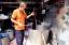 คุณลุงอู๊ด ชุมชนบ้านครัวเหนือ สาธิตการย้อมสีไหม