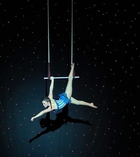 Trapeze ราวเชือกห้อยโหนกายกรรม